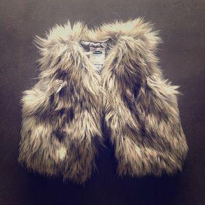 Old Navy toddler faux fur vest - size 2t